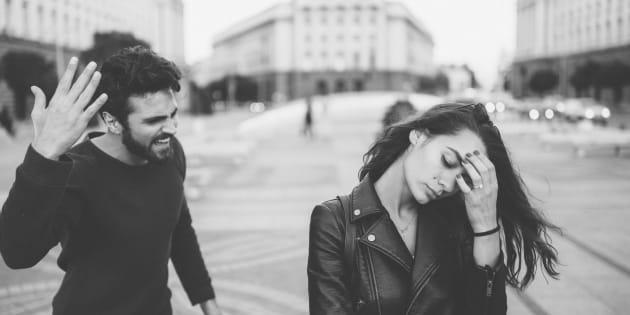 La maltraitance émotionnelle, employée afin d'asseoir son pouvoir et sa domination dans une relation, peut prendre plusieurs formes.