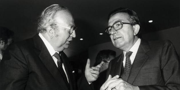 Italian Defence Minister Giovanni Spadolini converses with Giulio Andreotti, Italian Foreign Minister. Fiuggi (Italy) 1983. (Photo by Alberto Roveri/Mondadori Portfolio via Getty Images)