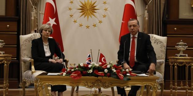 Le Président turc Erdogan et le Premier ministre Theresa May lors d'une rencontre à Ankara, le 28 janvier 2017.