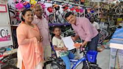 En Inde, cette petite fille a renoncé à son cadeau d'anniversaire pour aider les victimes des