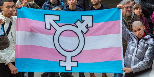 O número de mortes por motivo de transfobia no Brasil, de janeiro de 2008 e julho de 2016, foi de 868. O que nos coloca, infelizmente, como o país número um em assassinato de pessoas trans.