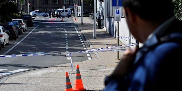 A security perimeter has been set around n the scene where two police officers were stabbed on October 5, 2016 in the Schaerbeek neighbourhood in Brussels.