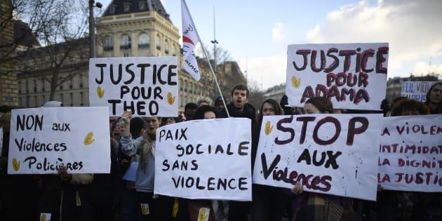 Des manifestants place de la République, à Paris, le 18 février.