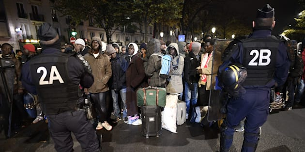 Début de l'évacuation d'un campement de plus de 3000 migrants à Paris