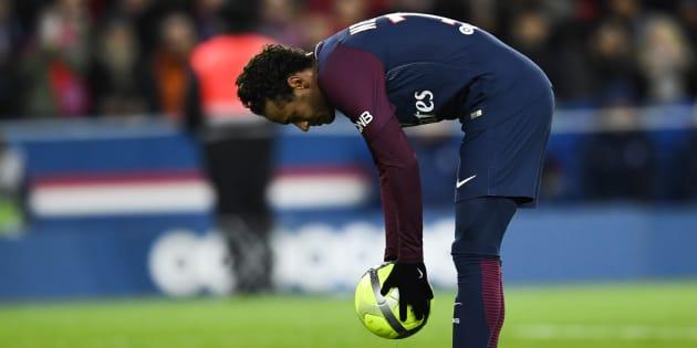 """PSG: Neymar noté 10/10 dans """"L'Équipe"""", sifflé par une partie du Parc des Princes"""