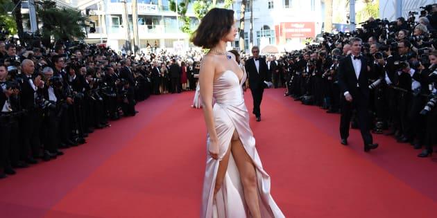 Festival de Cannes 2017: Bella Hadid récidive sur le tapis rouge avec une nouvelle robe fendue