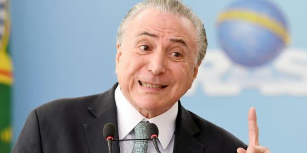 O advogado Eduardo Carnelós entregou à Comissão de Constituição e Justiça (CCJ) da Câmara dos Deputados a defesa do presidente Michel Temer,