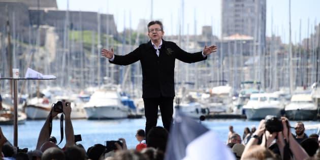Jean-Luc Mélenchon, sur le Vieux Port de Marseille, pendant sa campagne présidentielle de 2017.