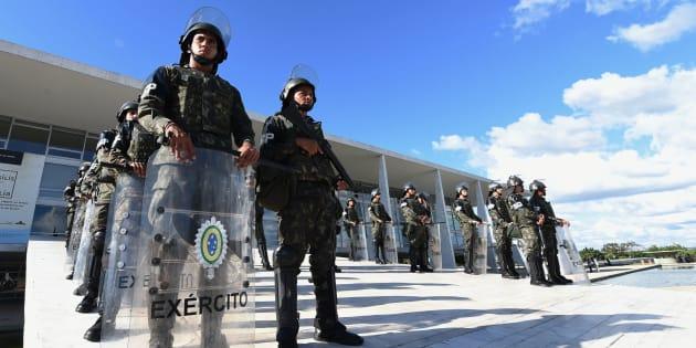 Ministério Público Militar no Rio de Janeiro denunciou 11 pessoas, inclundo seis militares, pelos crimes de estelionato e violação do dever funcional com fim de lucro.