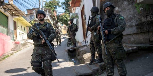 Soldados brasileiros na Rocinha, no Rio de Janeiro.