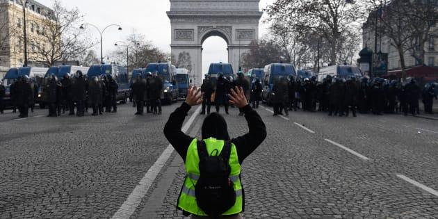 L'acte IV de la mobilisation des gilets jaunes, ici dans la matinée sur les Champs-Élysées, a donné lieu à des incidents parfois violents mais pas au niveau du 1er décembre.