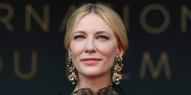 A Cannes, un dos nu renversant pour la présidente du jury Cate Blanchett
