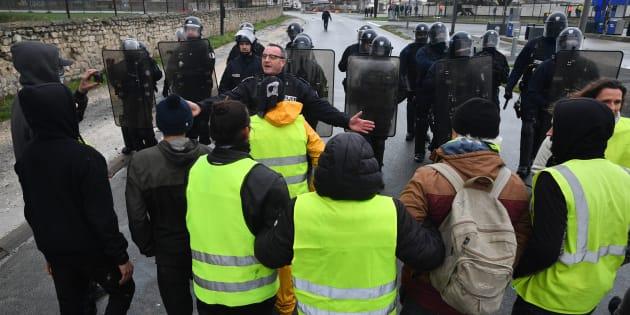 À Paris comme en province, les responsables syndicaux ont proposé l'aide de leur service d'ordre et de leurs militants pour éviter les dérapages.
