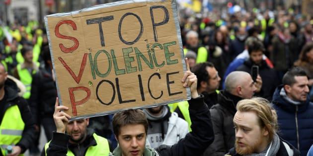 Les violences policières sont de plus en plus dénoncées par les gilets jaunes.