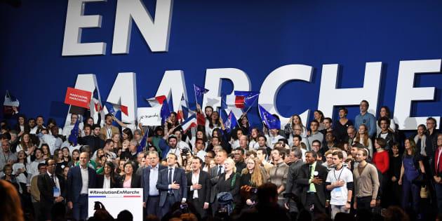 Pour survivre dans l'hémicycle, les députés LREM vont devoir former des bandes (Photo d'illustration: Emmanuel Macron et ses soutiens dont Richard Ferrand le 10 décembre 2016)