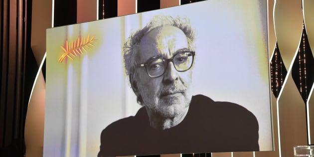 Une image projetée sur la scène du palais des Festival de Cannes samedi 19 mai en l'absence de Jean-Luc Godard.