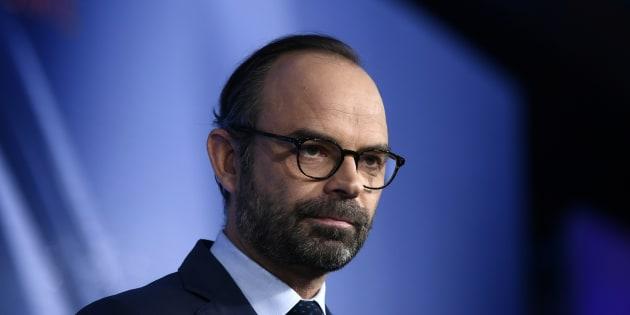 """Pour Édouard Philippe, la gauche et la droite """"se regardent le nombril""""."""