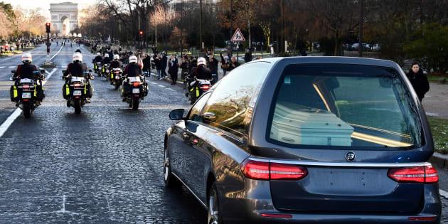 """Revivez l'""""hommage populaire"""" à Johnny Hallyday, du Mont-Valérien aux Champs-Élysées"""