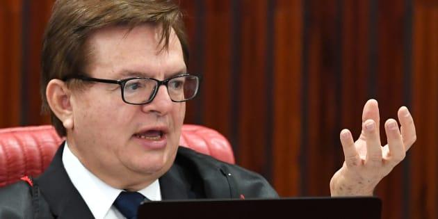 O ministro do TSE (Tribunal Superior Eleitoral) Herman Benjamin defendeu, em seu voto, a condenação da chapa que elegeu Dilma Rousseff e Michel Temer em 2014.
