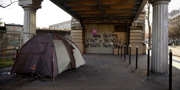 """SDF: une cinquantaine d'élus vont dormir dans les rues de Paris pour dire """"plus personne dehors"""""""