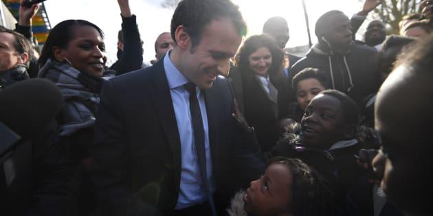 Emmanuel Macron lors de sa visite dans la commune des Yvelines dans les derniers mois de la campagne présidentielle, en 2017.