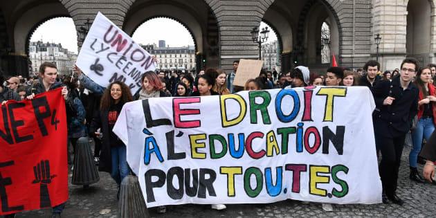 Une manifestation de lycéens contre Parcoursup et la réforme du baccalauréat, mi-mars à Paris.