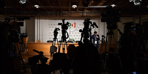 Journalists wait at the headquarters of Italy's Democratic Party (PD) before the closure of the polling stations during Italy's general elections on March 4, 2018 in Rome.