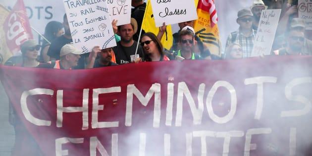 """""""Chers grands médias, les cheminots n'ont pas besoin de votre permission pour continuer la grève."""""""
