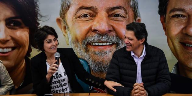 Manuela D'Ávila (PcdoB) e Fernando Haddad (PT) contam como funcionará a chapa com Lula.