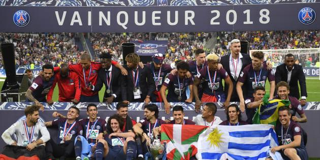 Le PSG fête sa Coupe de France remportée face aux Herbiers au Stade de France le 8 mai 2018.