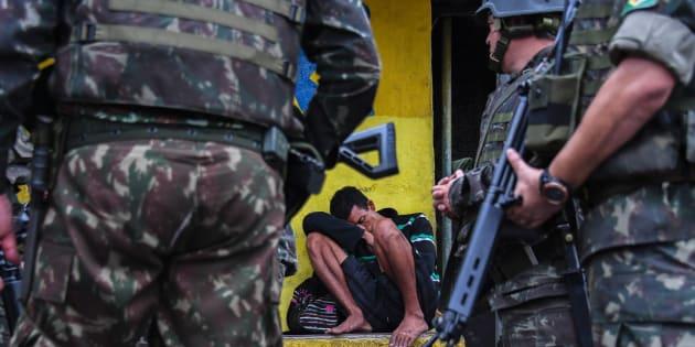 Militares o Rio de Janeiro em ocupação autorizada pelo presidente Michel Temer.