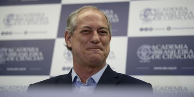 Ciro aparece com 45% das intenções de voto em um segundo turno contra Bolsonaro, que tem 38%.