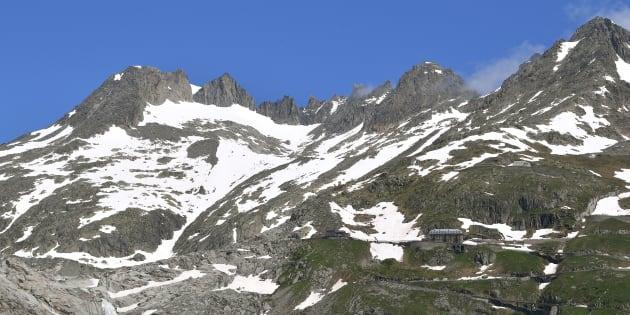 Aereo da turismo si schianta su Alpi svizzere, 4 morti