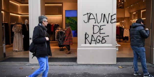 À cause du mouvement des gilets jaunes, la croissance va perdre 0,1 point au quatrième trimestre (Photo d'illustration pris le dimanche 9 décembre à Paris).