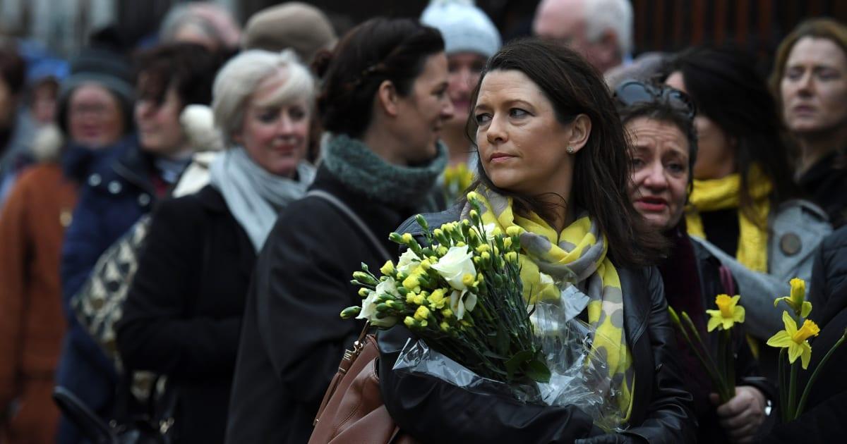 Martedì i funerali di Dolores O'Riordan, l'omaggio delle compagne di classe fa commuovere