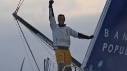 Armel Le Cléac'h remporte son premier Vendée Globe, pulvérisant le record de la