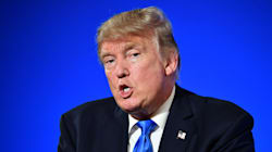 Affaire russe: Donald Trump prend à Paris la défense de son «merveilleux»