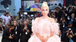 L'abito rosa indossato da Lady Gaga sul red carpet di Venezia è così oltraggioso che