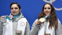 フィギュア天才少女2人、激闘を振り返る。ザギトワとメドベージェワは会見で何を語った?