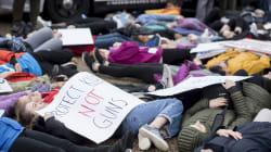 Des adolescents manifestent contre les armes à feu devant la
