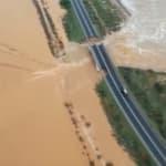 Des précipitations monstres provoquent l'effondrement d'un pont en