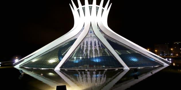 A Catedral Metropolitana é projeto do arquiteto Oscar Niemeyer e uma das mais bela obras da cidade.