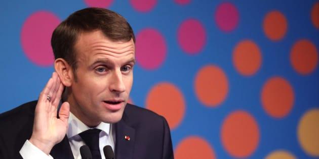 Face aux gilets jaunes, le président de la République Emmanuel Macron a réclamé que l'ensemble des partis politiques et des forces syndicales lancent un appel au calme.