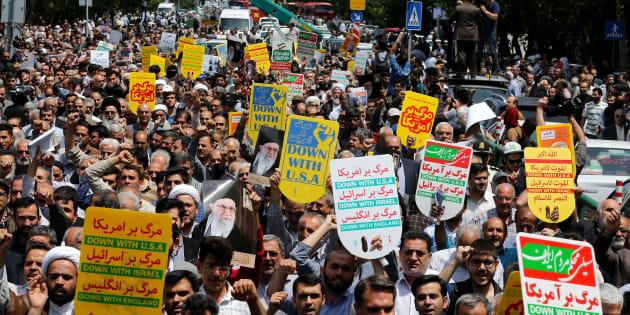 Des Iraniens durant des manifestations anti-américaines à Téhéran le 11 mai 2018.