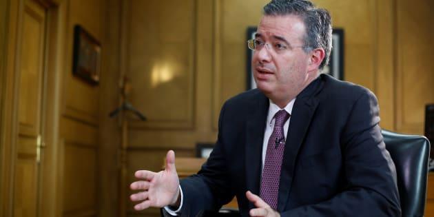 Alejandro Díaz de León fue designado gobernador de Banxico por el presidente Enrique Peña, en sustitución de Agustín Carstens, quien dejará el cargo el jueves 30 de noviembre.