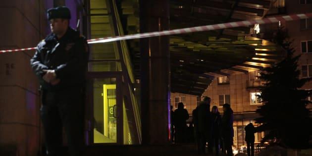 Explosion à saint-Pétersbourg: la bombe artisanale avait été laissée à la consigne du supermarché.