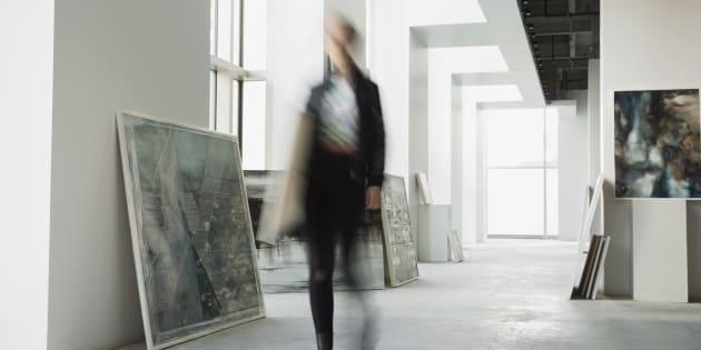 Je me suis même fait dire, par une propriétaire de galerie d'art, qui m'offrait entre 15000$ à 18000$ annuellement pour gérer sa galerie à temps plein, qu'il fallait être passionnée!