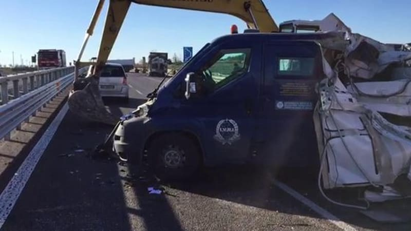 Thieves in Italy use mechanical claws to rip armored van