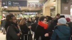 Les images de la pagaille dans les gares après la panne géante à