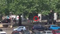 Il video del momento in cui la polizia ha ucciso l'assalitore di